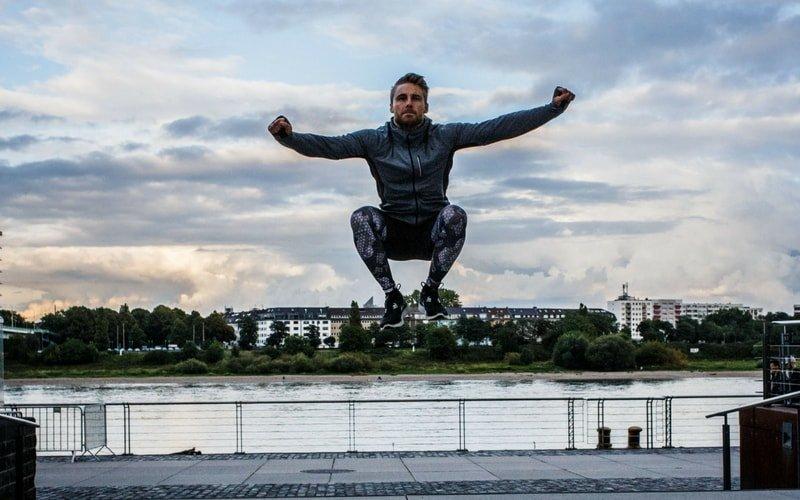 Plyometrisches Training mit Tuck Jump