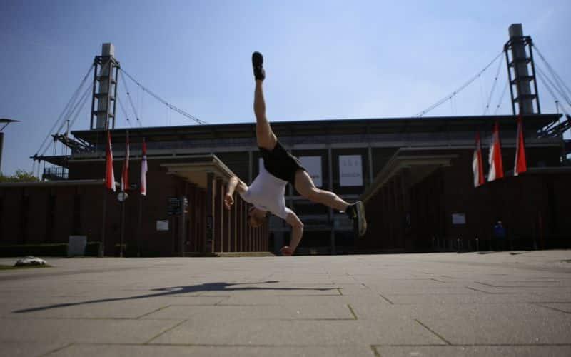 Beweglichkeit trainieren verbessern Definition Übungen - Beispiel Sportartspezifischer Beweglichkeit